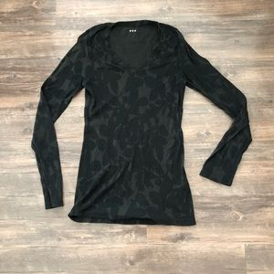 Three Dots long sleeved leaf print shirt